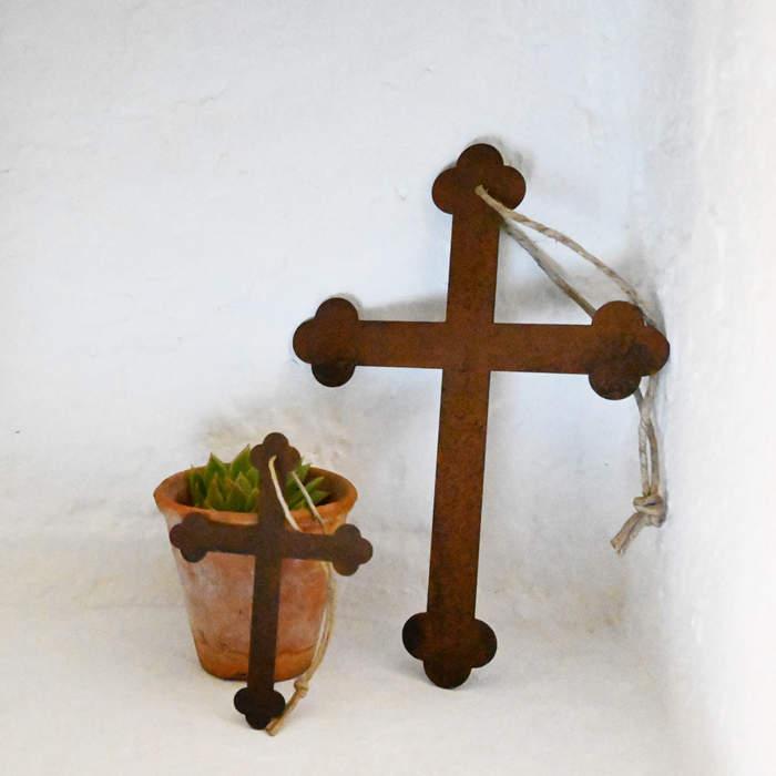 Croix, métal rouillé